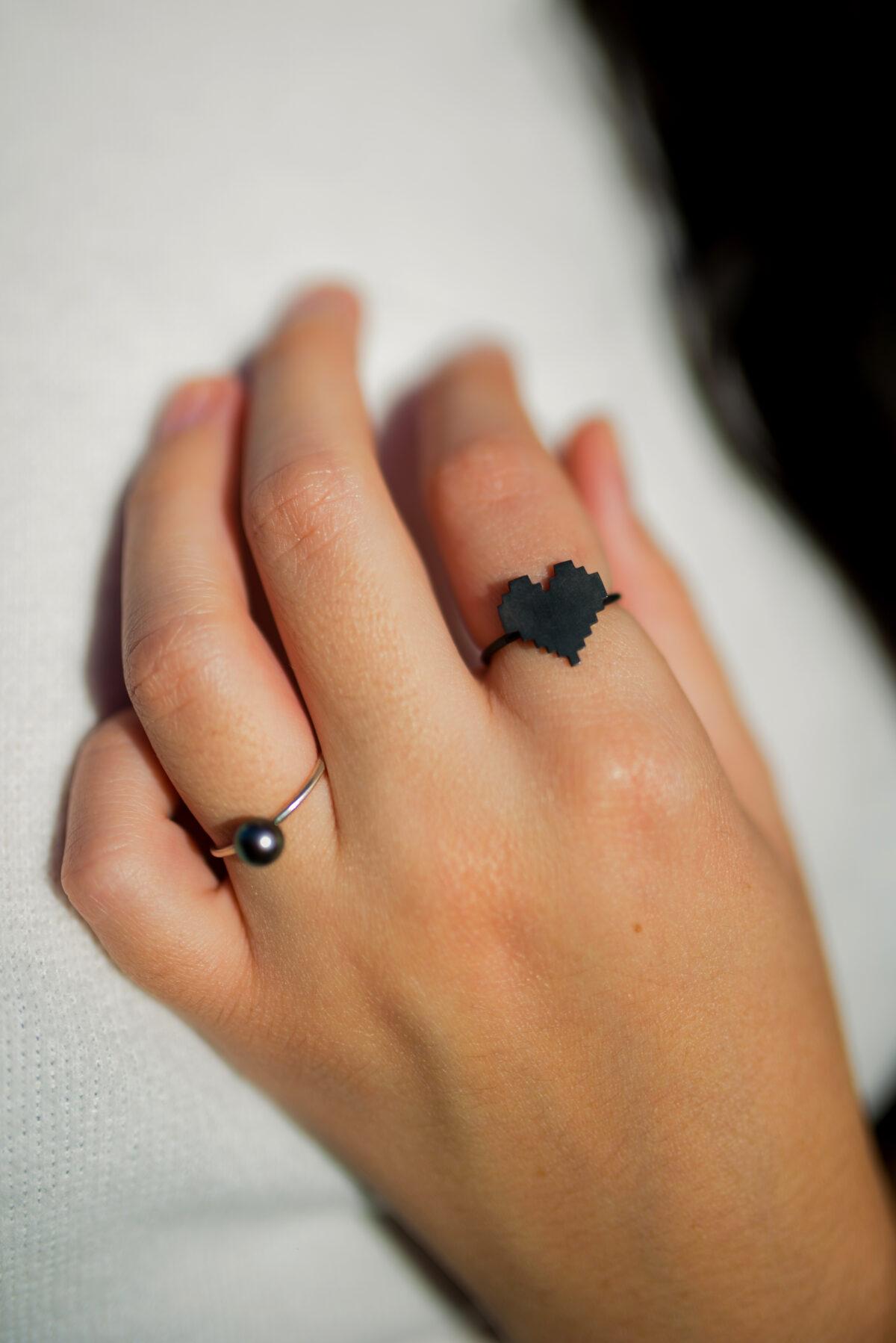Μαργαριτάρι στο χέρι silver